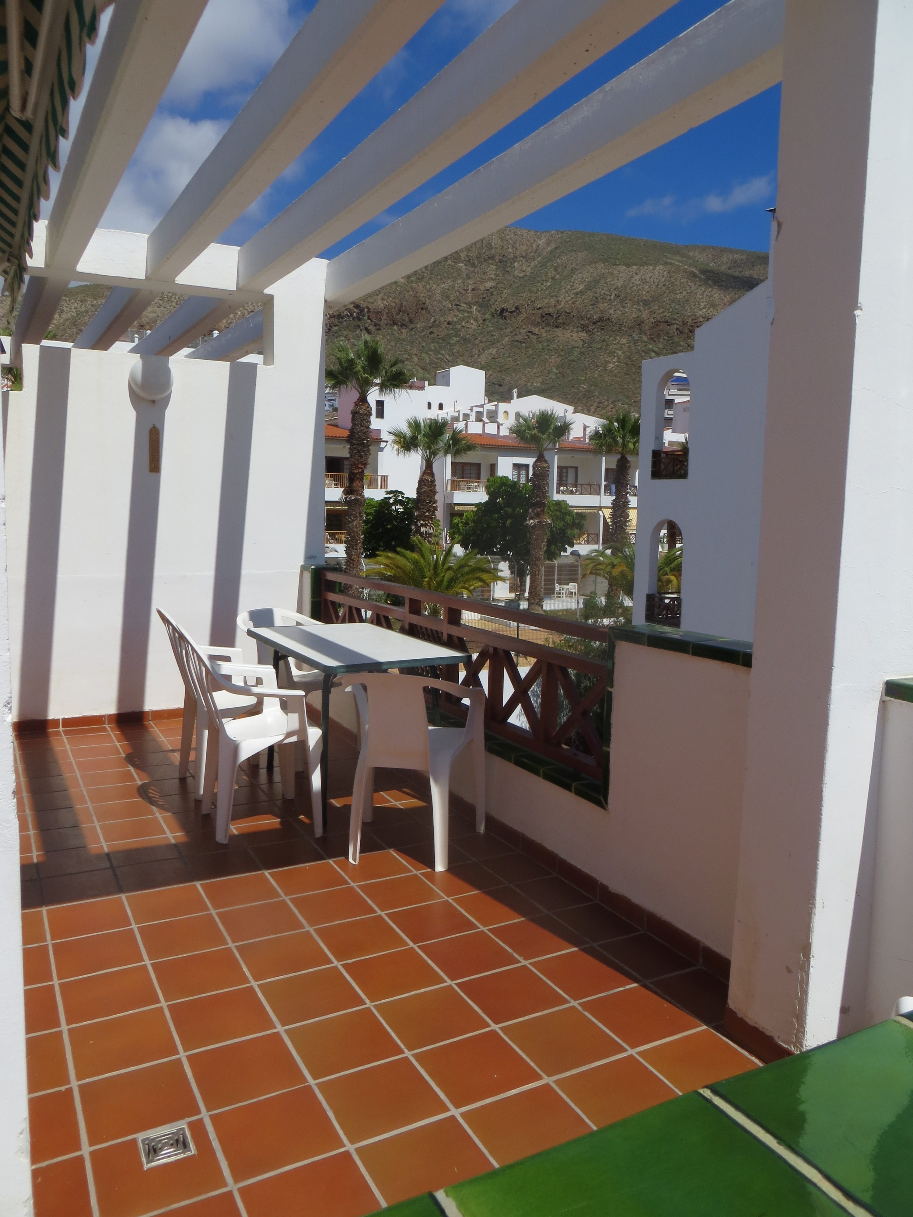 2 Bedroom Holiday Apartment To Rent In Victoria Court 2 Los Cristianos Ref 511 Smarthols Los Cristianos Holiday Apartment Rentals Tenerife